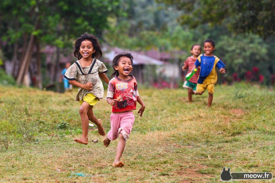 Flores - Running Children